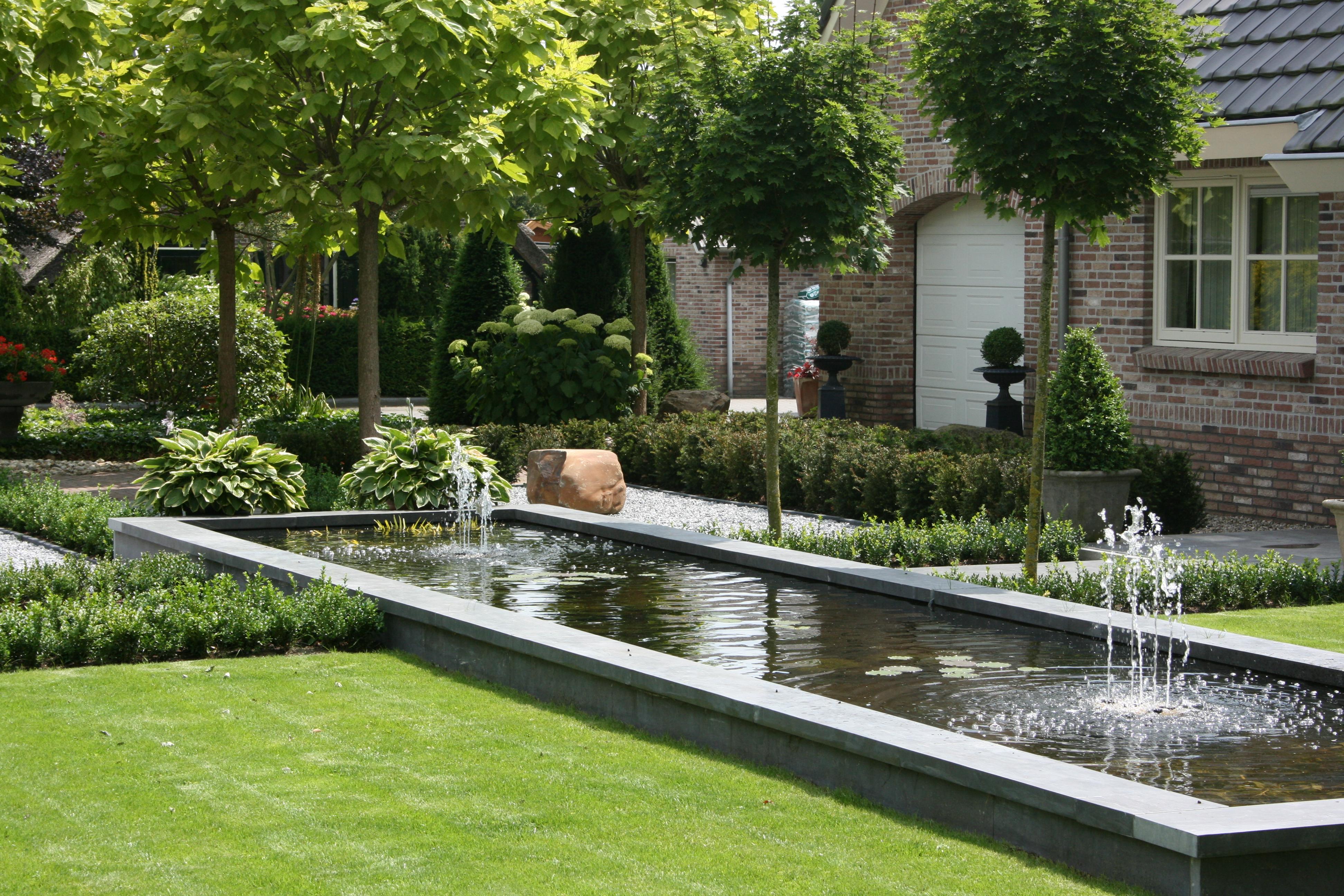 Moderne natuurstenen vijver hoveniersbedrijf de weerdt for Eigen moestuin ontwerpen en aanleggen
